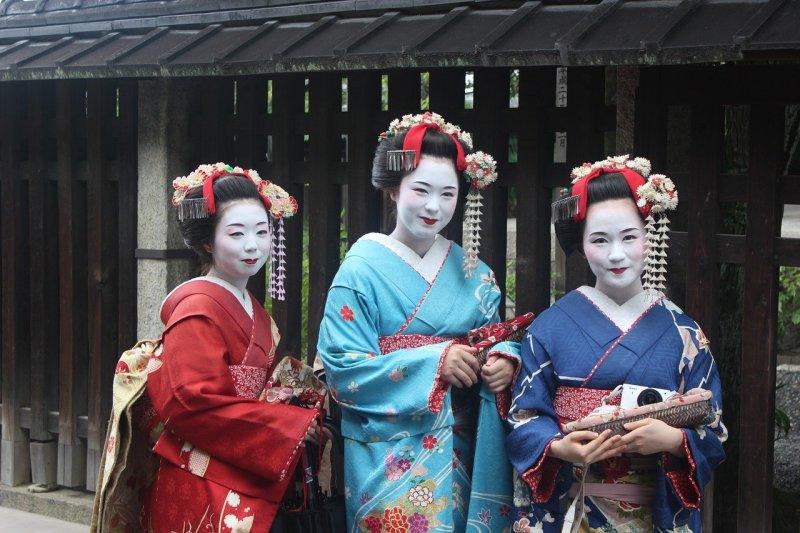 shows in Japan - a geisha show!