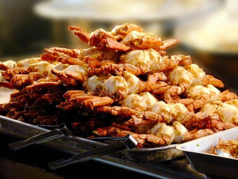 fried crabs at the night market - the top thing to do in Taipei!