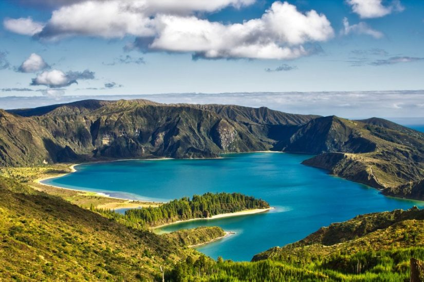 the colorful waters of lagoa de fogo when there is no fog covering it