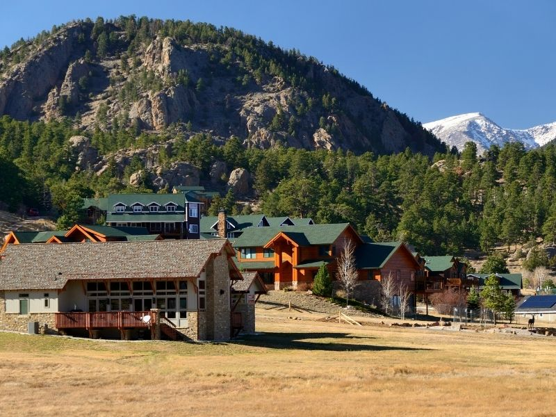 A view of accommodations like cabins and lodges in Estes Park near the base of Rocky Mountain National Park