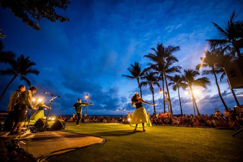 people watching hula dancers in hawaii