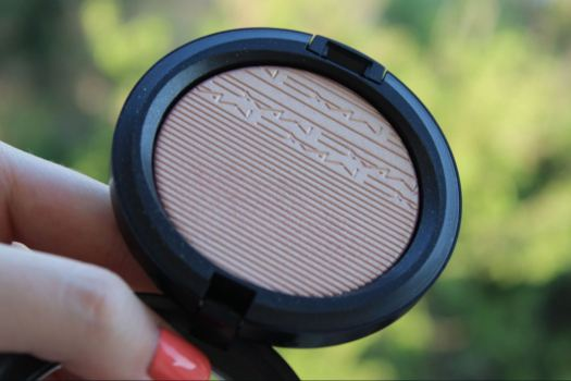 MAC Beaming Blush Highlighter