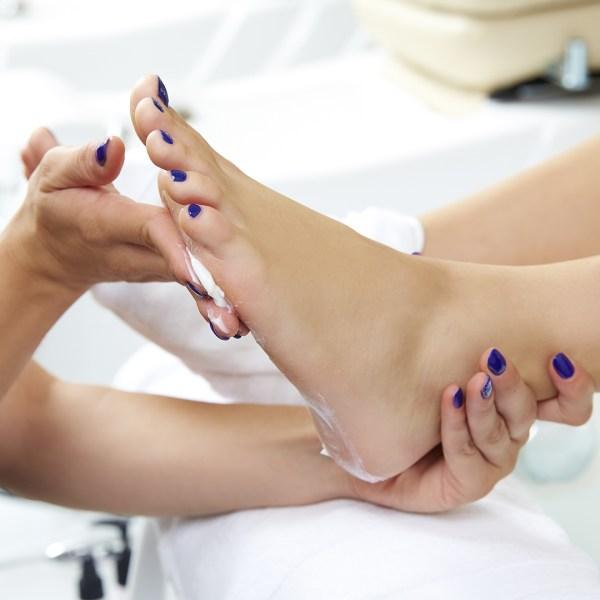 Belleza de manos y pies con exfoliacion e hidratacion