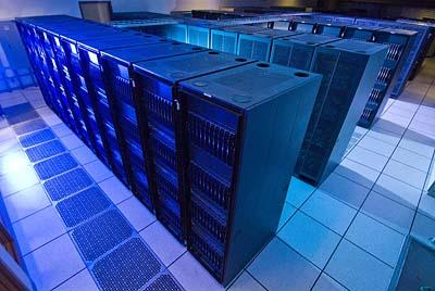O supercomputador Lonestar é um recurso do Texas Advanced Computing Center (TACC) na Universidade do Texas em Austin. Trata-se de umDell Linux cluster com 5,840 núcleos de processamento e uma performance de pico de 62 teraflops (62 trilhões de operações de ponto-flutuante por segundo). Crédito: TACC/UT-Austin
