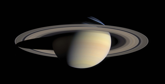 Cassini flagrou essa fantástica imagem de Saturno e seus anéis em 06 de outubro de 2004
