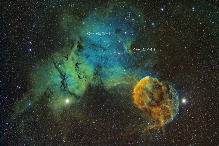 As nebulosas Sharpless 249 e Medusa (Sharpless 248) compõem este belo quadro abstrato, fotografado por Bob Franke, e processado em cores falsas. A imagem foi capturada por um telescópio Takahashi FSQ-106ED @ f/5.0 (530 mm F.L.), em resolução de 3,5 arcosegundos/pixel.