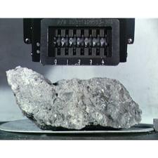 Evidências de grafite em rocha lunar revelam a história dramática da Lua e do Sistema Solar Interior há 3,9 bilhões de anos. Crédito: NASA