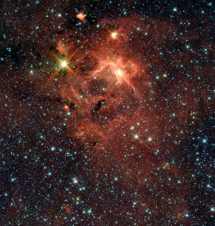 Região do objeto IRAS 13481-6124 que nesta imagem é a estrela mais brilhante, acima, à esquerda. Crédito:  ESO/Spitzer/NASA/JPL/S. Kraus