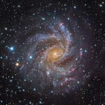 A fascinante galáxia espiral NGC 6946 processada por Robert Gendler usando imagens do telescópio Subaru