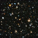 Hubble revela imagem de campo profundo atualizada com dados em ultravioleta