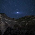 A galáxia de Andrômeda sobre os Alpes por Matteo Dunchi