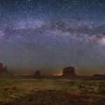 Via Láctea em Monument Valley por Wally Pacholka