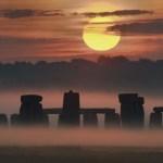 Nascer do Sol no Solstício sobre Stonehenge, Inglaterra, por Max Alexander