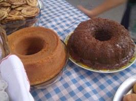bolo de fubá (cornmeal cake), bolo de chocolate (chocolate cake)