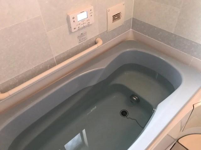 お風呂にお湯をためる