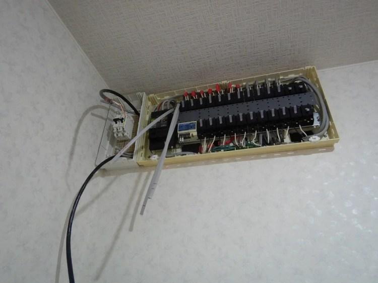 蓄電池の隠蔽配線