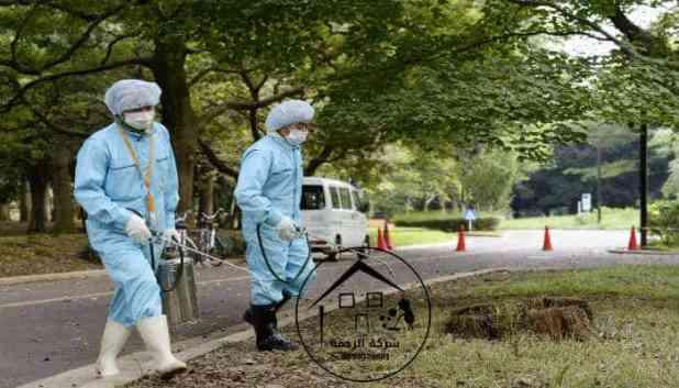 عاملان لرش المبيدات
