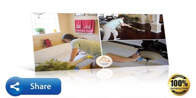 عمال نظافة يعملون و ينظفون المكان