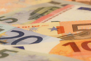 euros euro-hedging currency hedged etfs