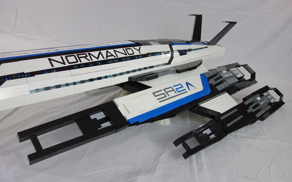 This Fan Made Lego Normandy SR 2 Is Eight Feet Of Awesome Et Geekera