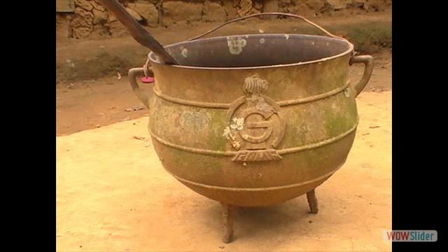 Mienkien'e - marmite de cuivre (Cameroun)