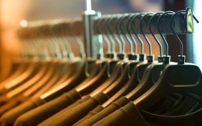 Πώς να Εγκαταλείψετε τη Γρήγορη Μόδα και να Ερωτευτείτε Ξανά τα Ρούχα που Έχετε
