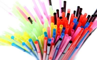 Σκέψεις για το πλαστικό καλαμάκι: Γιατί το χρησιμοποιούμε?