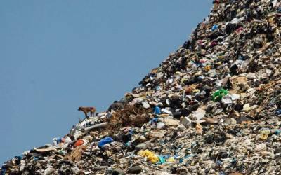 Η Βρετανία αντιμετωπίζει τη συσσώρευση πλαστικών αποβλήτων