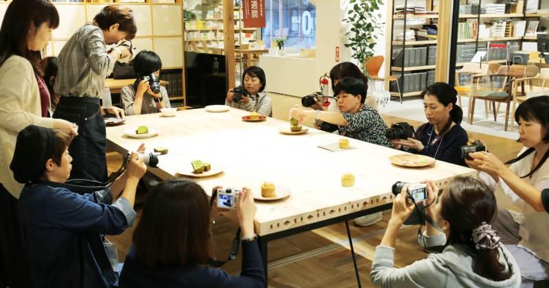 10/8 無印良品 有楽町 たのしいカメラ学校 入門者向けデジタル一眼講座『素敵な写真の撮り方・飾り方』の第1回を開催しました!