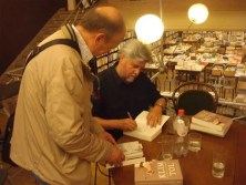 Signing Klimtol for a reader in Boekhandel De Zondvloed, Mechelen, Belgium