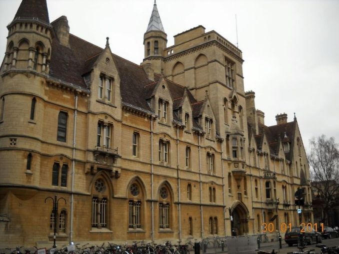 Balliol College, Oxford. In 2017 the college banned the Christian Union from its Freshers' Fair. Photo courtesy of Wikimedia Commons / Michael Paraskevas under Creative Commons Attribution-Share Alike 3.0 Unported licence. https://commons.wikimedia.org/wiki/File:Balliol_College,_Oxford,_UK_-_panoramio.jpg