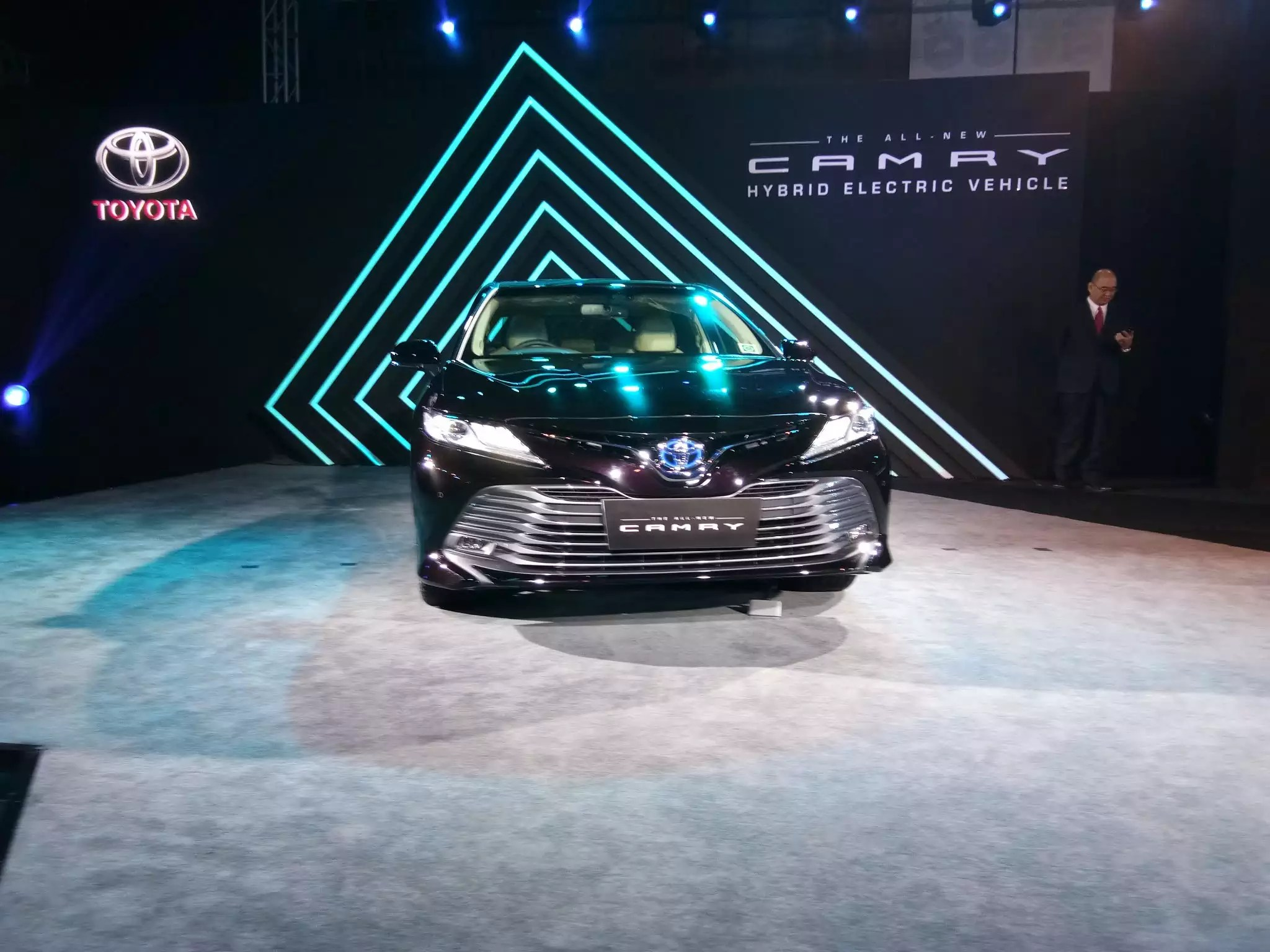 all new camry india launch gambar grand veloz toyota launches at rs 36 95 lakh ex showroom auto comes with lower grille glossy black slates and a sleek upper embossing