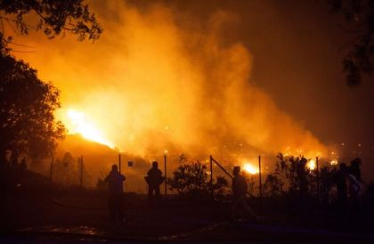 Raging wildfire forces Chilean port city evacuation, destroys 100 houses