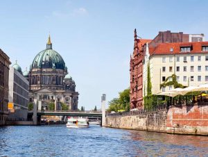 US tourist drowns while trying to swim across river in Berlin