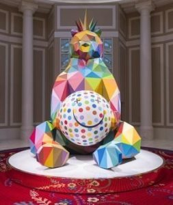 Wynn Resorts acquires 'Smiling King Bear' sculpture by Okuda San Miguel
