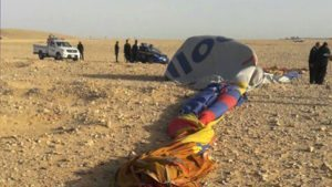 Hot air balloon crashes near Egypt's Luxor, killing 1 and injuring 12 tourists