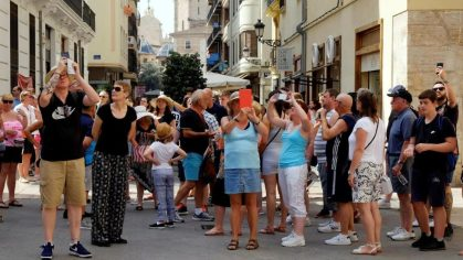 Valencia celebrates record increase in visitors and flights from the UK