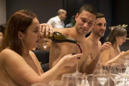 No more beef in the buff: Paris' first nudist café closing