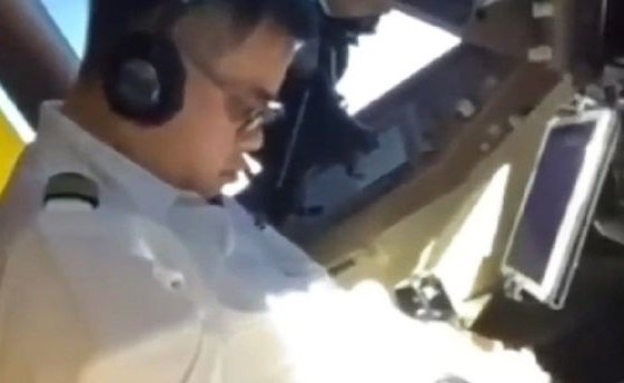 China Airlines 747 passenger jet pilot falls asleep mid-flight at 35,000 feet