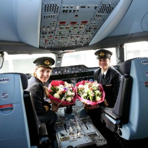 European policymakers praise Qatar Airways all-female flight