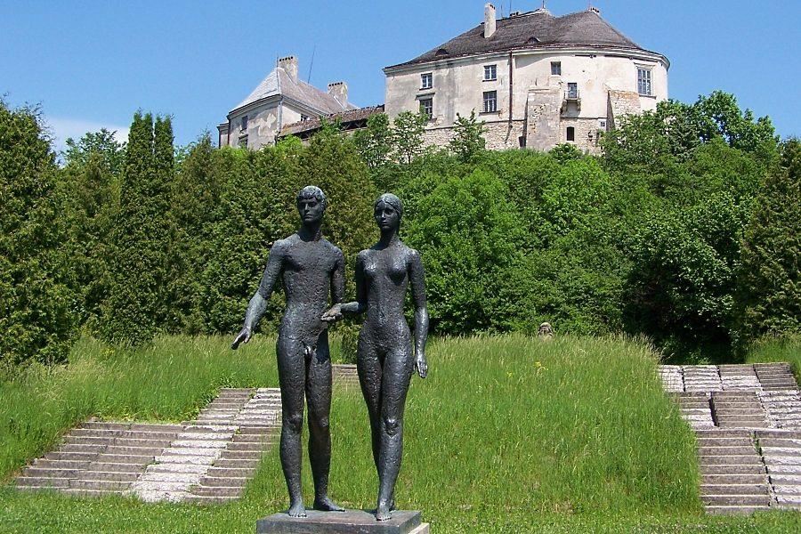 Олеський замок цікаві факти, парк біля замку