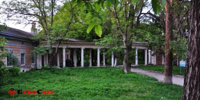 Колонада палацу Бруніцьких (ЦРЛ) у Заліщицькому парку