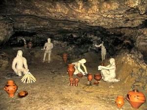 Печера Вертеба. Реконструкція стоянки древніх людей