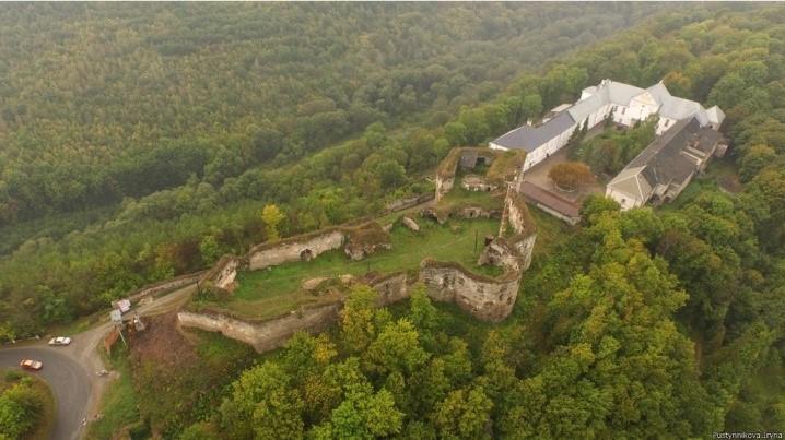 Язлівецький зaмок нa Тернопільщині