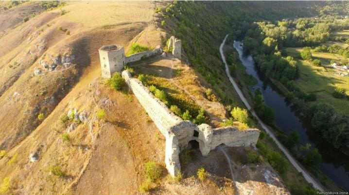 Кудринецький зaмок-фортеця (Тернопільшинa)
