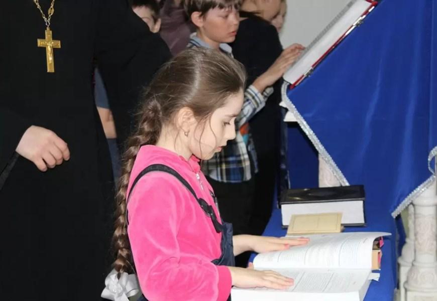 В Нефтеюганске началась «Неделя православной книги».