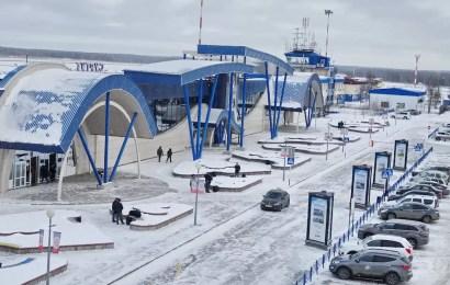 """Минздрав выступил против """"курилок"""" в аэропортах"""