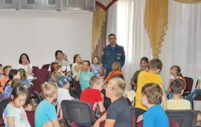 Нефтеюганские спасатели рассказали детям про безопасность на воде