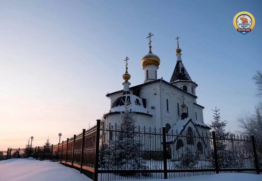 В Нефтеюганске накануне праздников сотрудники МЧС проверили храмы.