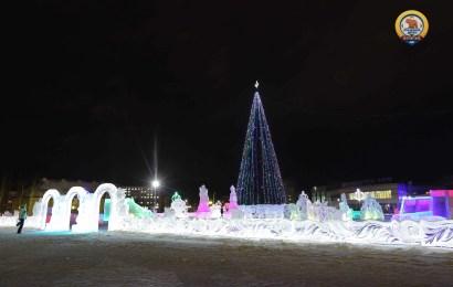 Наш ледовый городок :))